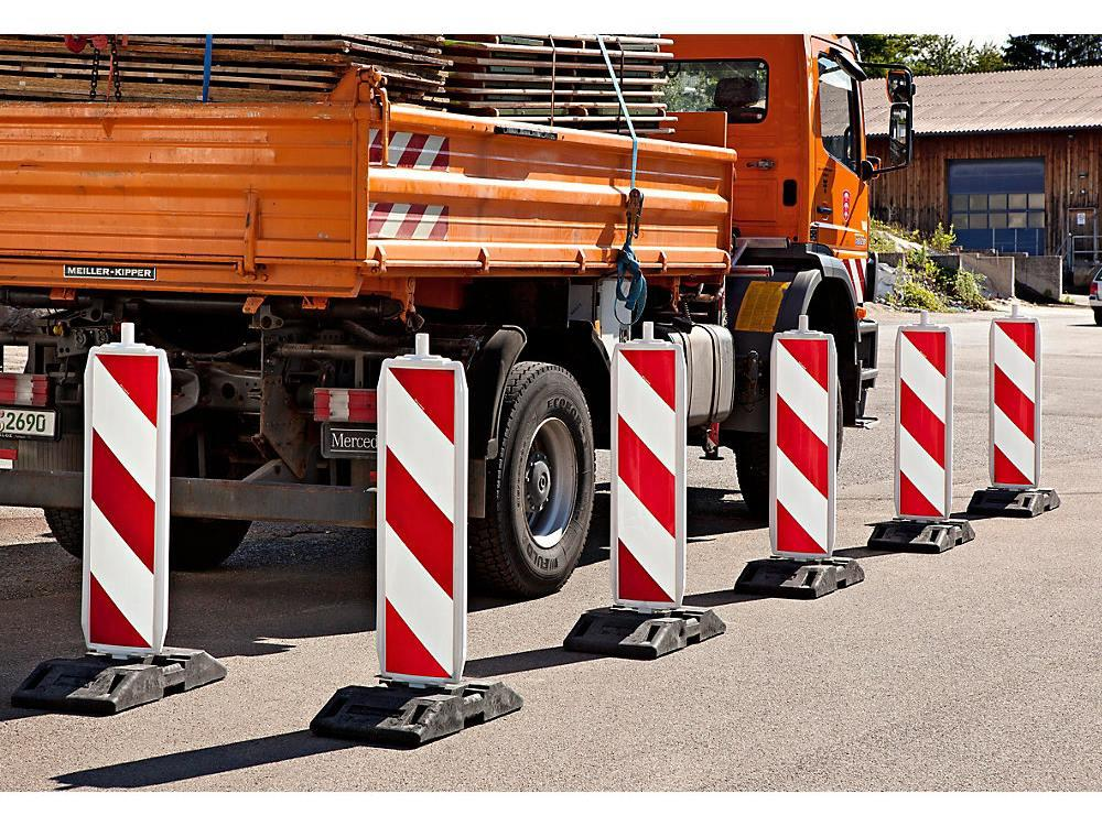 Veiligheidspilaar voetafmeting: 60 x 60 mm pijlvormig