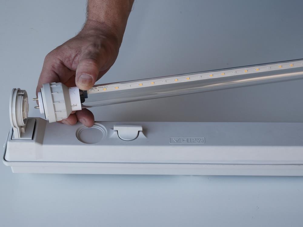Armatuur DFA met 2 lampen 1200mm tbv AGRO LED